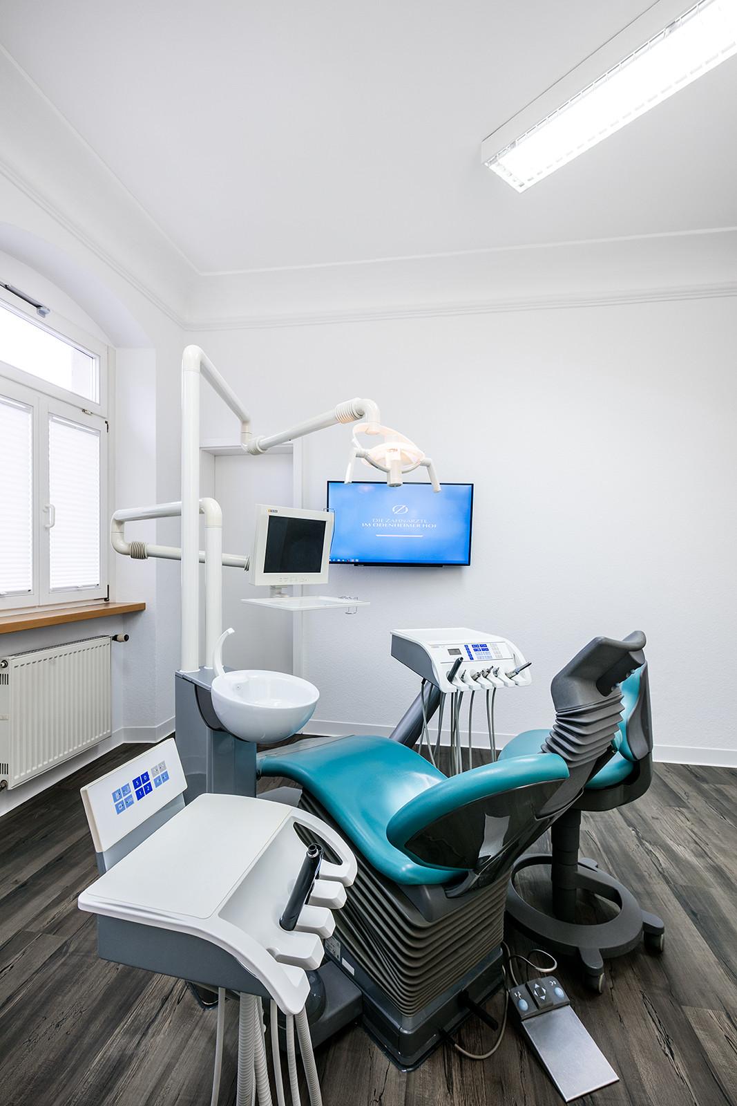 Behandlungsraum – Die Zahnärzte im Odenheimer Hof – Leingarten (Heilbronn) - Dr. Alexander Mitsch M.Sc. & Dr. Jan Felix Hartl M.Sc.