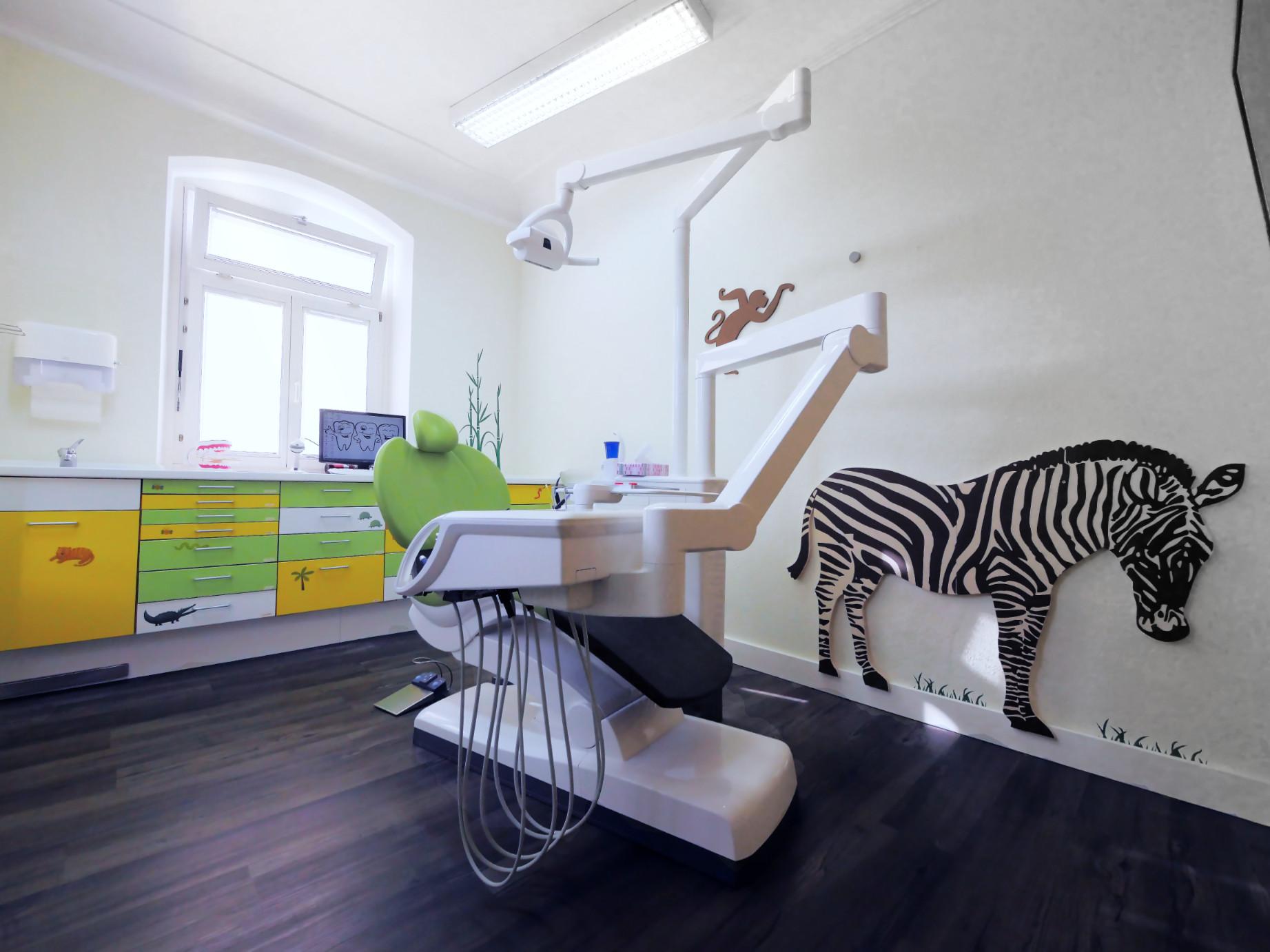 Kinderbehandlungszimmer – Die Zahnärzte im Odenheimer Hof – Leingarten (Heilbronn) - Dr. Alexander Mitsch M.Sc. & Dr. Jan Felix Hartl M.Sc.